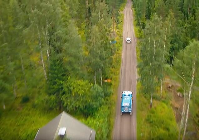 Závodní Volkswagen proti horskému KamAZu. VIDEO