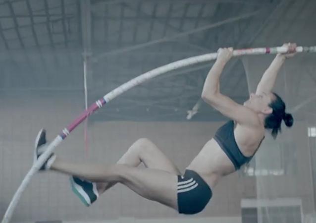 Poslední skok Jeleny Isinbajevové. VIDEO