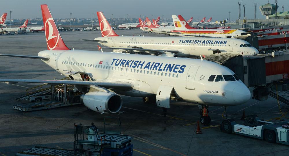 Letadla Airbus A320 и A321 na letišti v Istanbulu