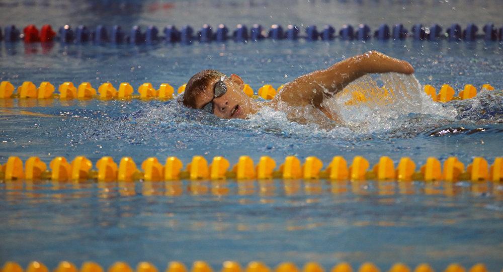 Ruský plavec Bogdan Mozgovoj