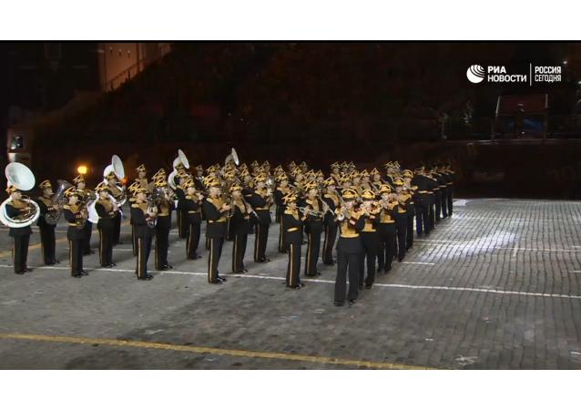 Ukončení festivalu Spasská věž: přehlídka orchestrů a vystoupení Mireille Mathieu