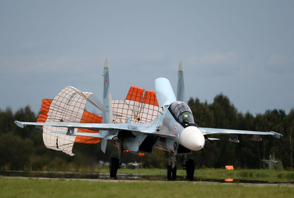 Víceúčelová stíhačka Su-30SM skupiny letecké akrobacie Sokoly Rossii