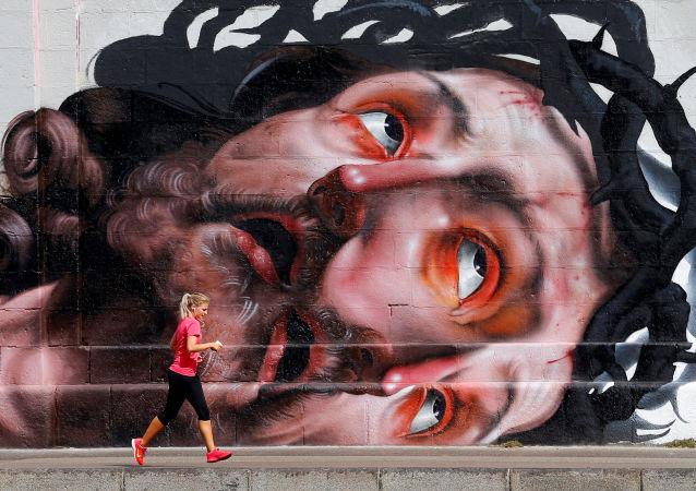 Běžkyně na nábřeží ve Vídni, ilustrační foto