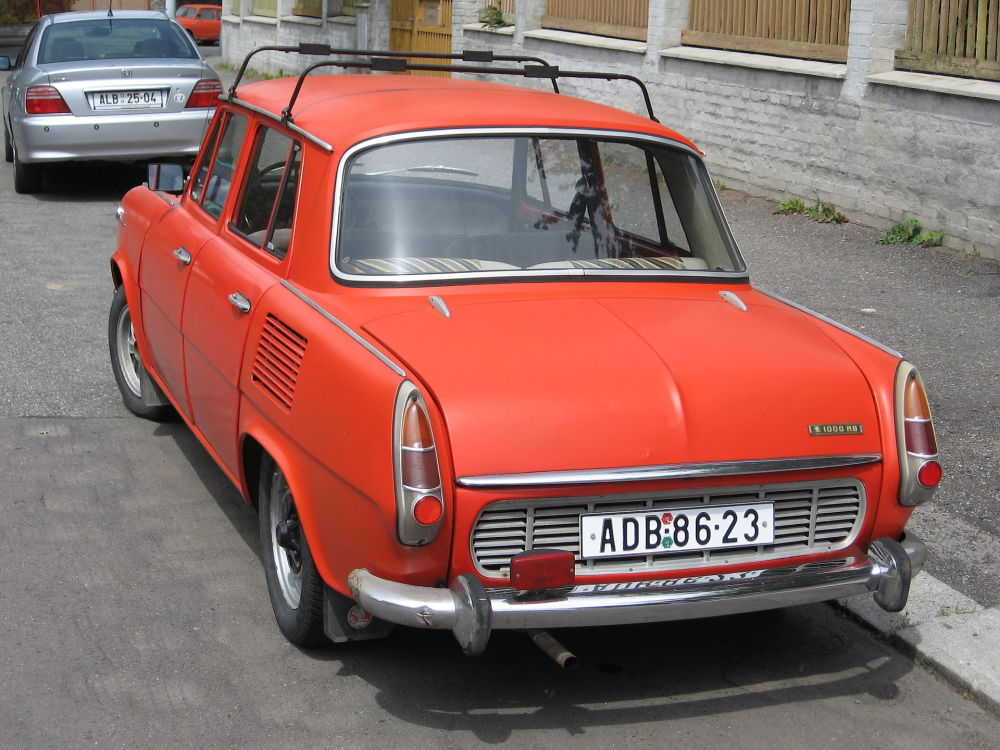 Sedany s motory vzadu na počest jubilea Škody 105/120/125