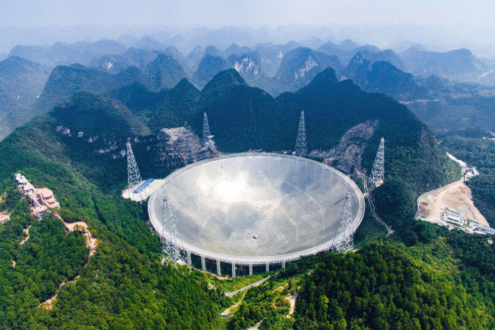 Největší na světě radioteleskop FAST v Číně