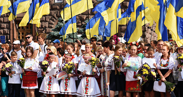 Obyvatelé Kyjeva v lidových krojích