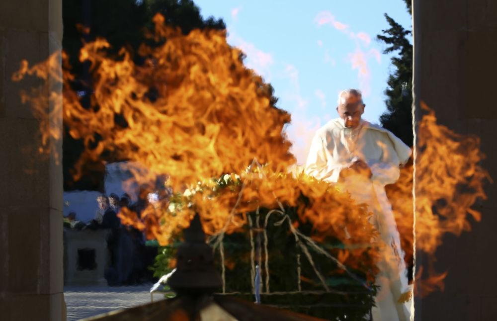 Papěž František během své návštěvy v Ázerbájdžánu