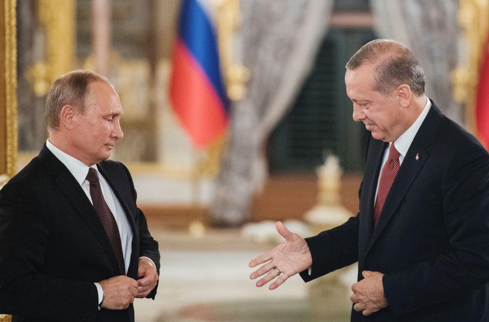 Prezident RF Vladimir Putin a prezident Turecka Recep Tayyip Erdoğan během setkání v Istanbulu
