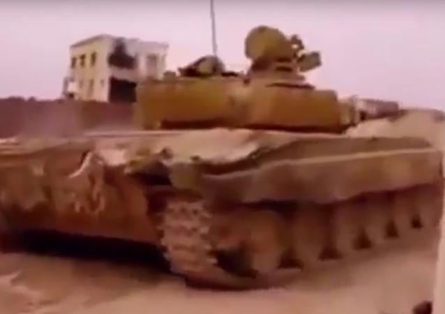 Syrský tank se dvakrát vyhnul raketám TOW