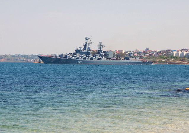Vlajková loď Černomořské flotily, raketový křižník Moskva