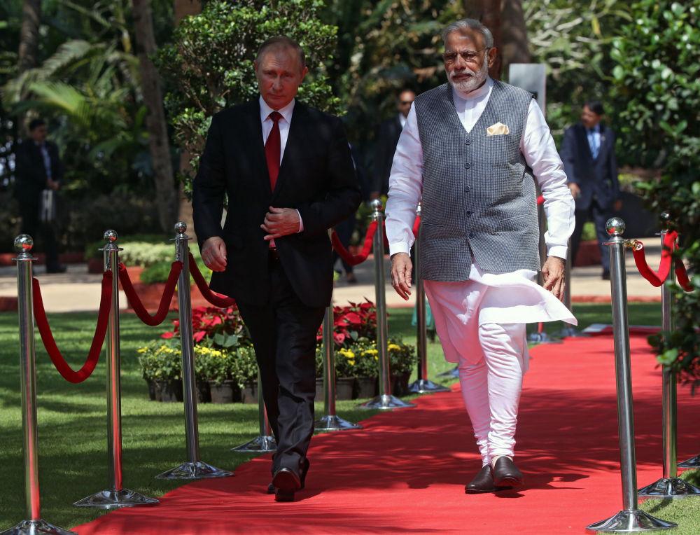 Prezident RF Vladimir Putin a indický premiér Narendra Modi na schůzce v hotelu Tadž Exotik v indickém státě Goa