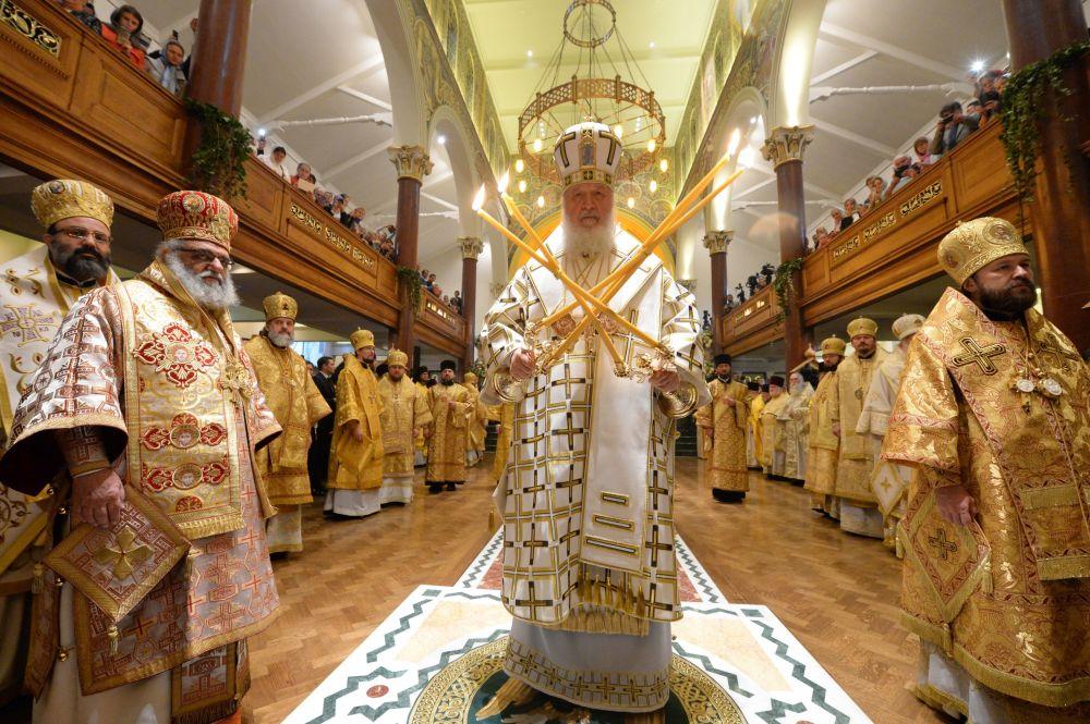Patriarcha Moskevský a celé Rusi Kirill během bohoslužby v největším ruském chrámu v Londýně