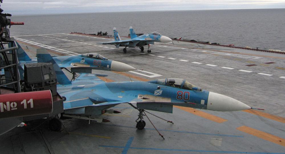 Stíhačky Su-27K na palubě lodi Admirál Kuzněcov