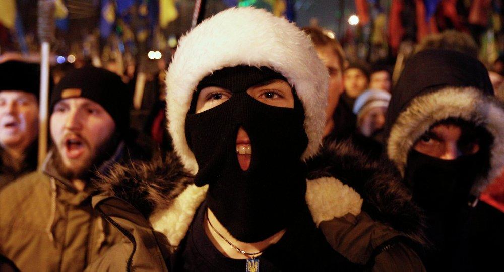 Aktivisté z nacionalistické strany Svoboda a Pravého sektoru v Kyjevě (1. ledna 2015)