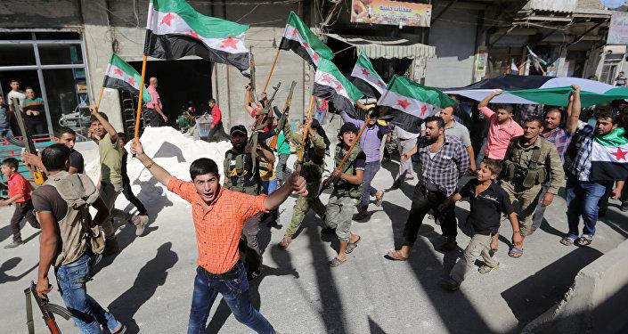 Syrští opozičníci s vlajkami