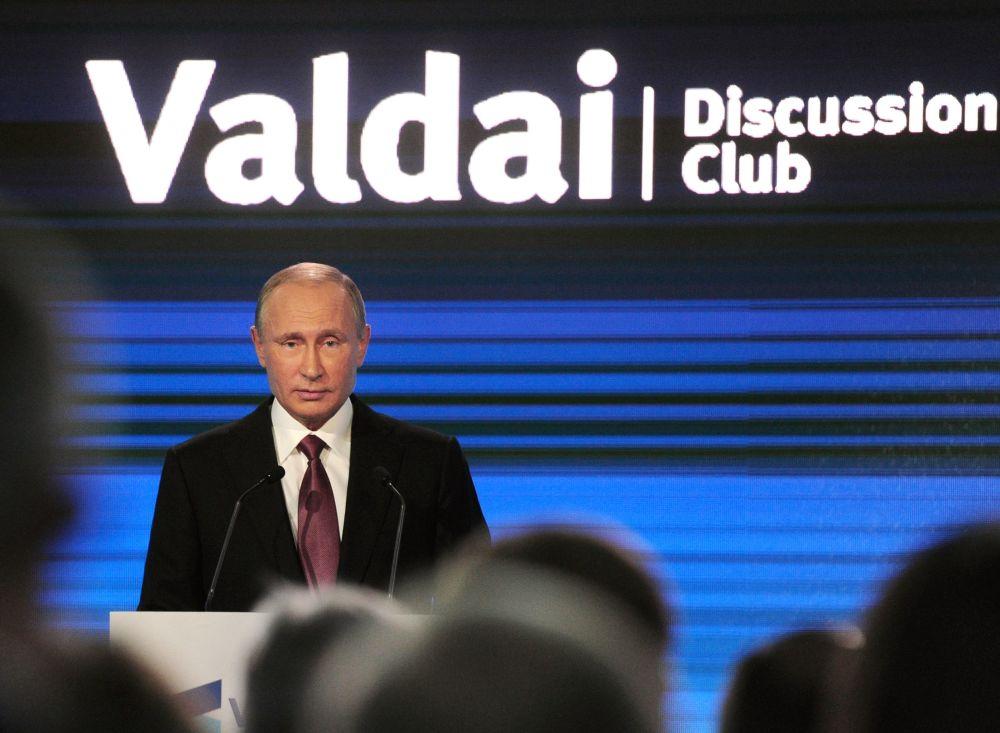 Prezident RF Vladimir Putin na závěrečném zasedání 13. každoroční schůzky Mezinárodního diskusního klubu Valdaj v Soči