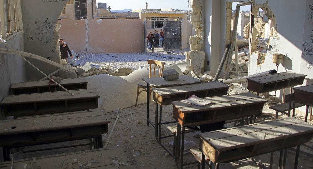 Poškozená leteckým útokem škola v syrské provincii Idlib
