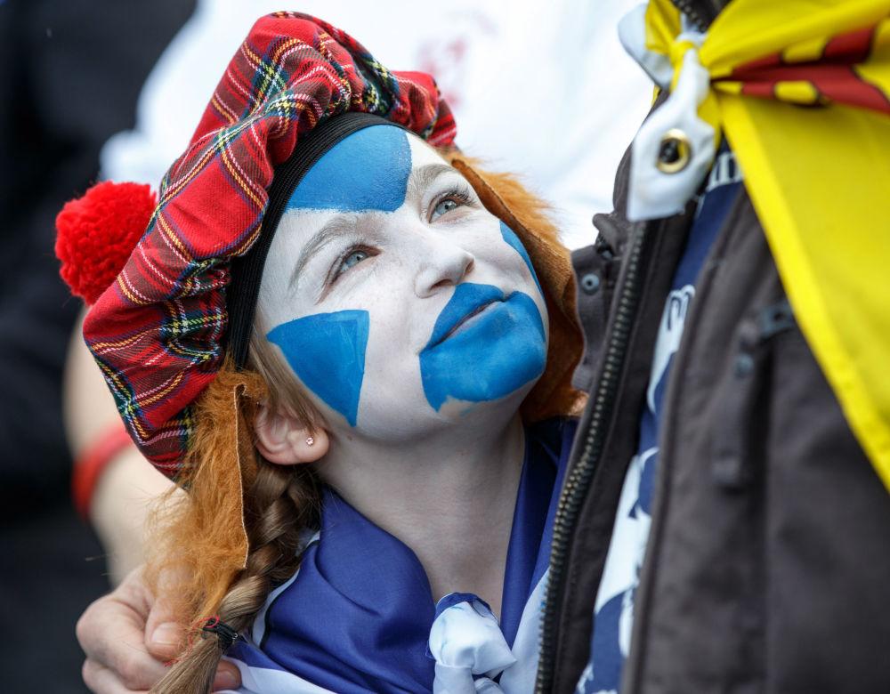 Účastníci pochodu za nezávislost Skotska v Edinburghu