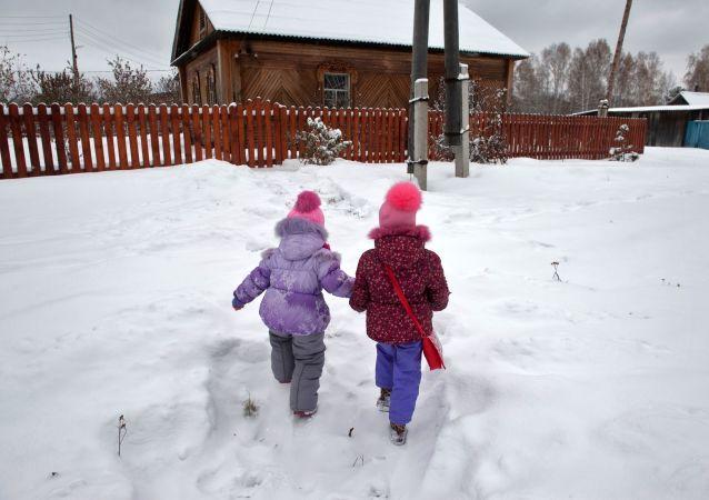 Děti v ruské vesnici. Ilustrační foto