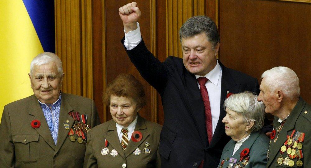 Ukrajinský prezident Petro Porošenko a veterány ukrajinské povstalecké armády