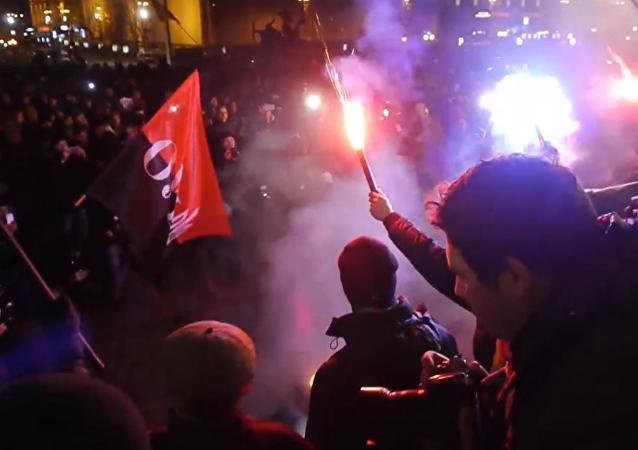 Nepokoje v centru Kyjeva v den výročí Majdanu