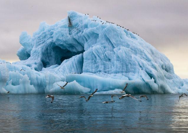 Existuje možnost koupit si zájezd na ledoborci a vydat se na cestu Arktidou