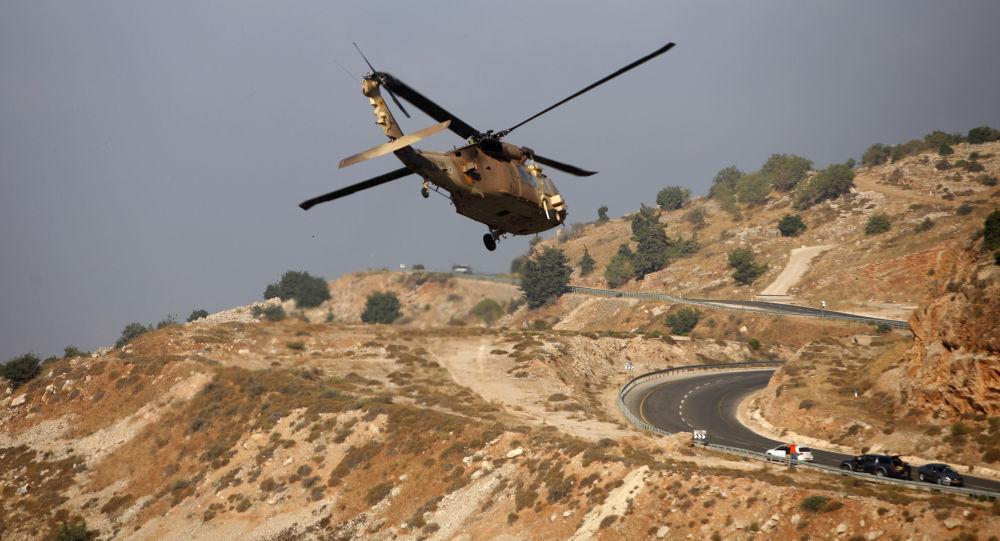 Izraelský vojenský vrtulník v okolí Golanských výšin