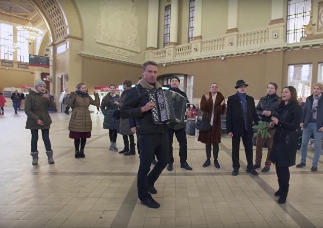 Moskvané se připojili k písňovému ukrajinskému flashmobu