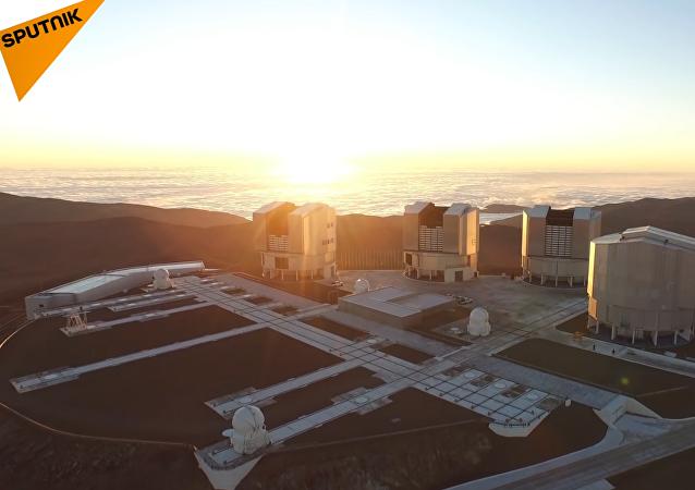 Zaměstnanci Evropské jižní obsevatoře natočili činnost teleskopů v Chilské poušti