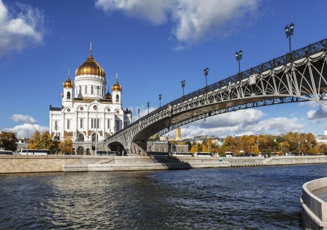Chrám Krista Spasitele v Moskvě v létě
