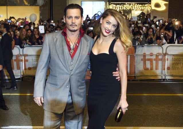 Johnny Depp s bývalou manželkou