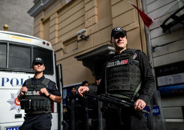 Turecká policie u budovy ruského konzulátu v Istanbulu