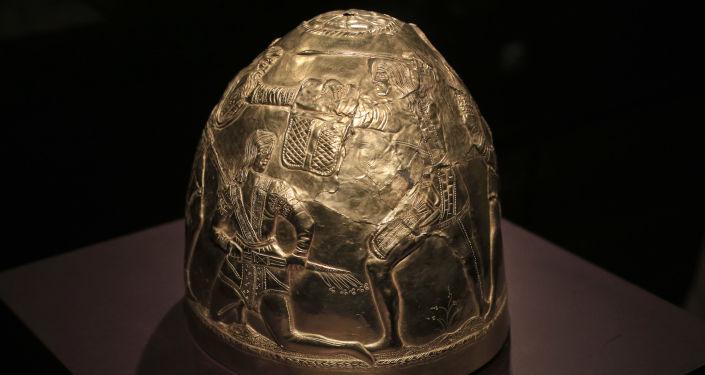 Helma ze sbírky skytského zlata