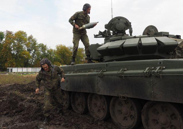 Ruští vojáci na výcvikovém prostoru