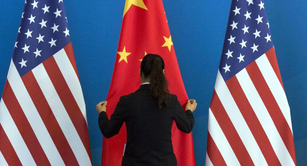 Americké a čínské vlajky