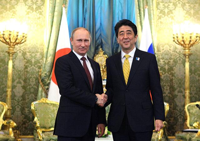 Prezident Ruska Vladimir Putin a japonský premiér Šinzó Abe