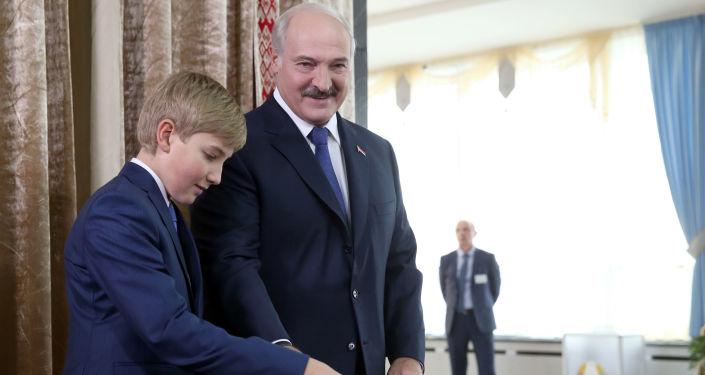 Alexander Lukašenko s synem Nikolajem