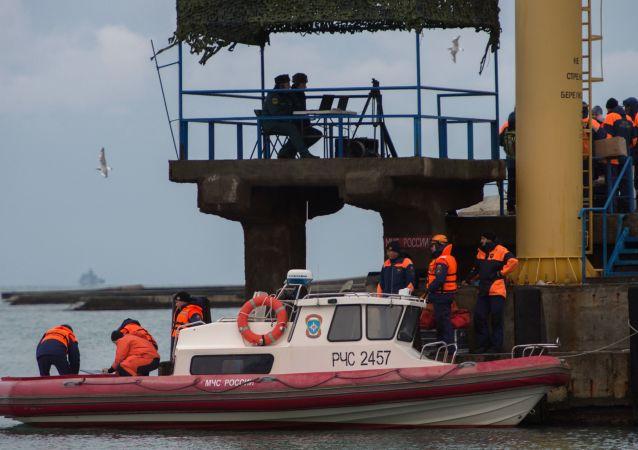 Záchranářské práce na místě pádu Tu-154