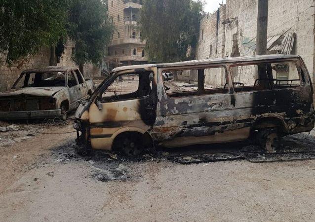 Spálené automobily v Aleppu
