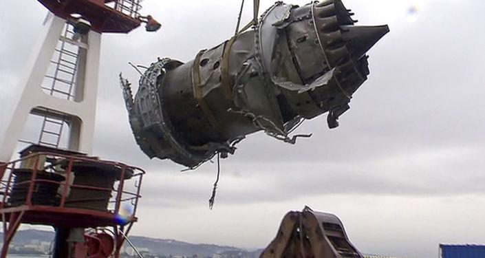 Vyzvedené fragmenty zříceného Tu-154