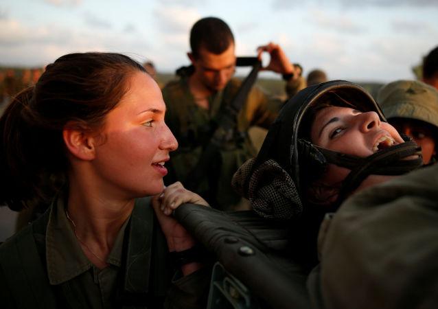 Izraelské dívky ve vojenské uniformě