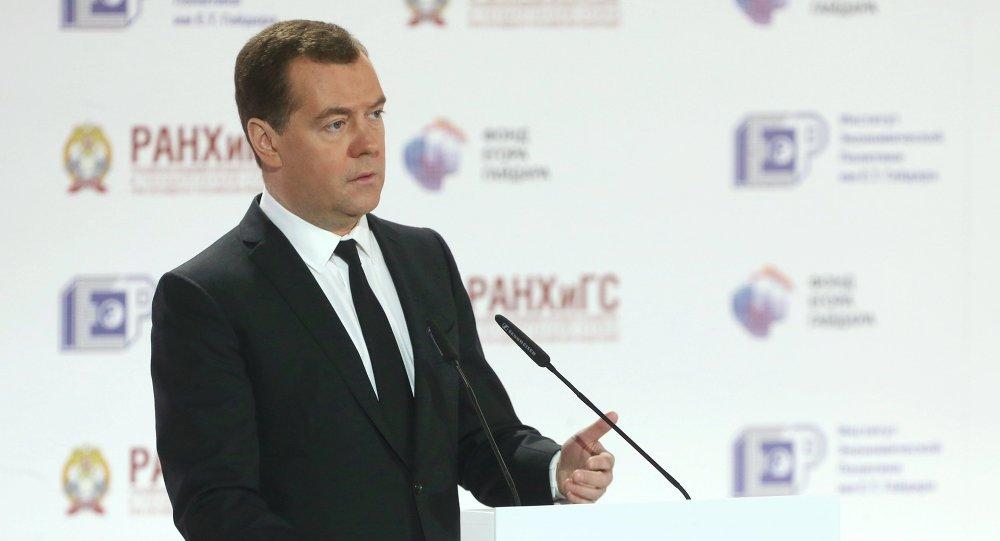 Dmitrij Medveděv během vystoupení na Gajdarském fóru