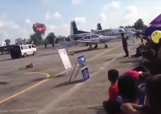V Thajsku havarovala stíhačka na letecké show u příležitosti Dne dětí