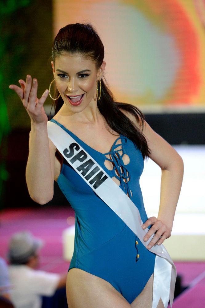 Promenáda v plavkách účastnic Miss Universe