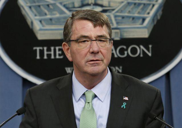 Odstupující šéf Pentagonu Ashton Carter