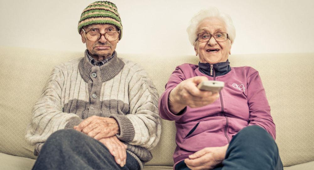 Starší lidé. Ilustrační foto