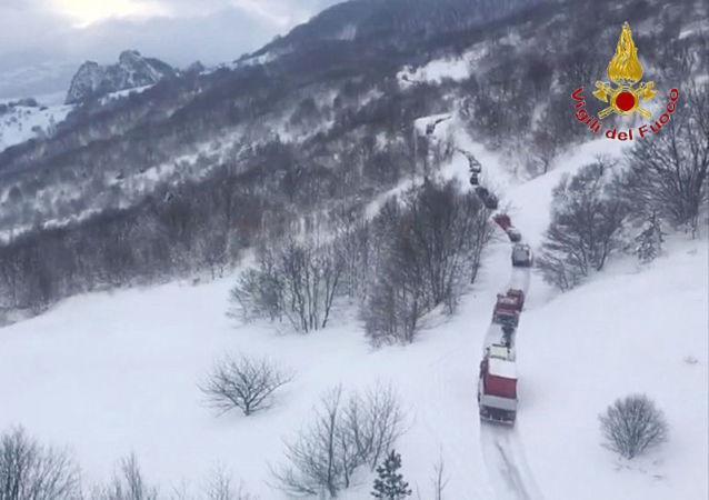 Ve středu večer sněhová lavina způsobená pravděpodobně silným zemětřesením zcela zasypala hotel Rigopiano di Farindola v centrální italské oblasti Abruzzo