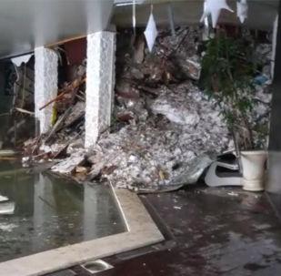 Kvůli nepříznivým klimatickým podmínkám se záchranáři pokoušeli několik hodin dostat do hotelu