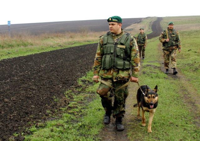 Pohraničníci na rusko-ukrajinské hranici