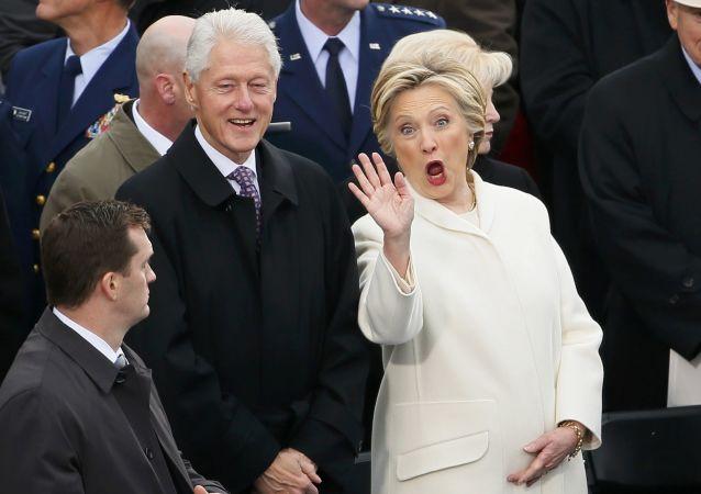 Bill Clinton a Hillary Clintonová před inaugurací Donalda Trumpa